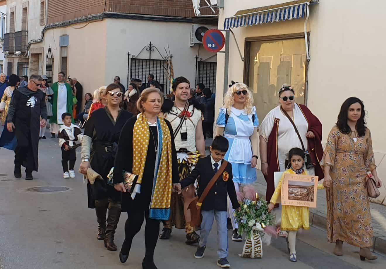 cristina lopez diputada nacional carnaval herencia 2 - La diputada del PSOE, Cristina López, visitó el Carnaval de Herencia y a sus agricultores