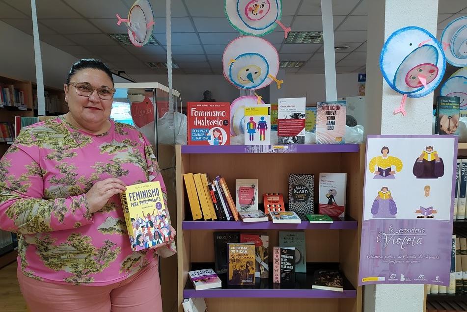 Estanter%C3%ADa violeta - La Biblioteca inaugura «La Estantería Violeta» con libros sobre perspectiva de género