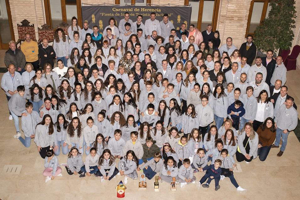 El Ayuntamiento recibe a la asociación cultural Axonsou tras ganar el Arlequín de Oro 9