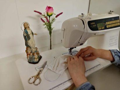 costureras de la parroquia3 412x309 - Herencia movilizada contra el coronavirus