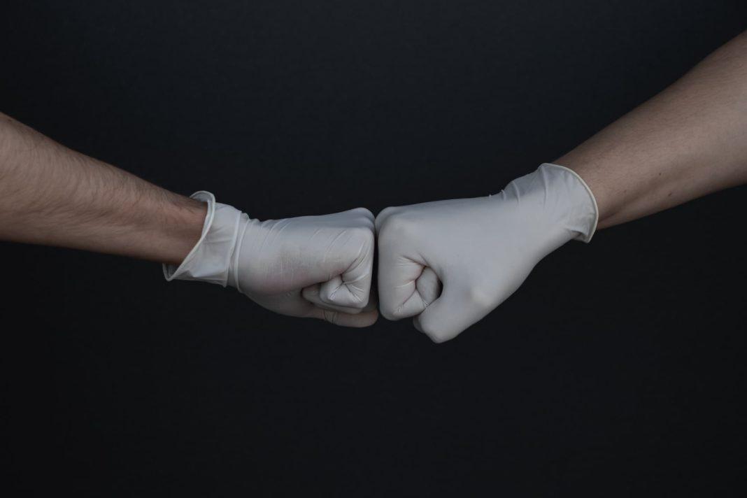 guantes nitrilo quimicos 1068x712 - Recomendaciones de Sanidad sobre el manejo de los residuos en hogares con personas en cuarentena o positivos en coronavirus