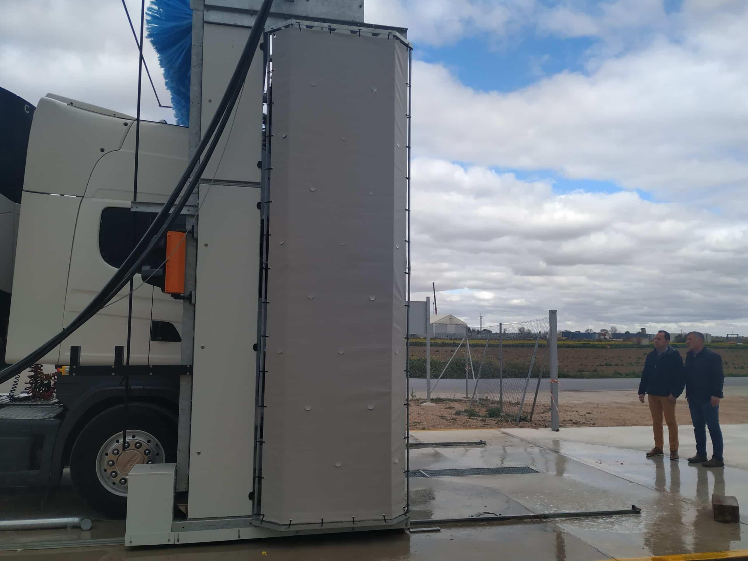 lavadero camiones herencia 1 scaled - El lavadero público de camiones de Herencia entra en funcionamiento