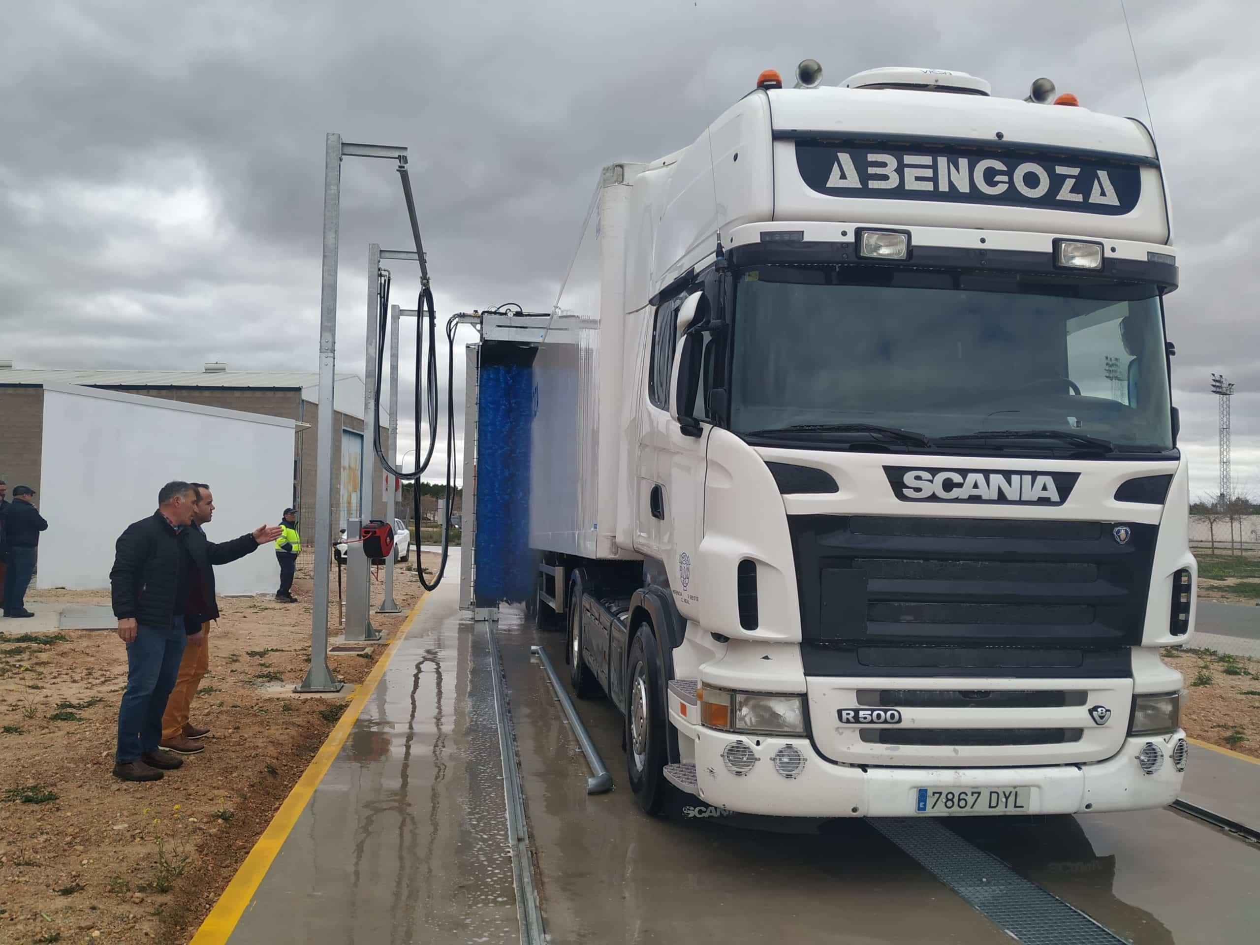 lavadero camiones herencia 2 scaled - El lavadero público de camiones de Herencia entra en funcionamiento