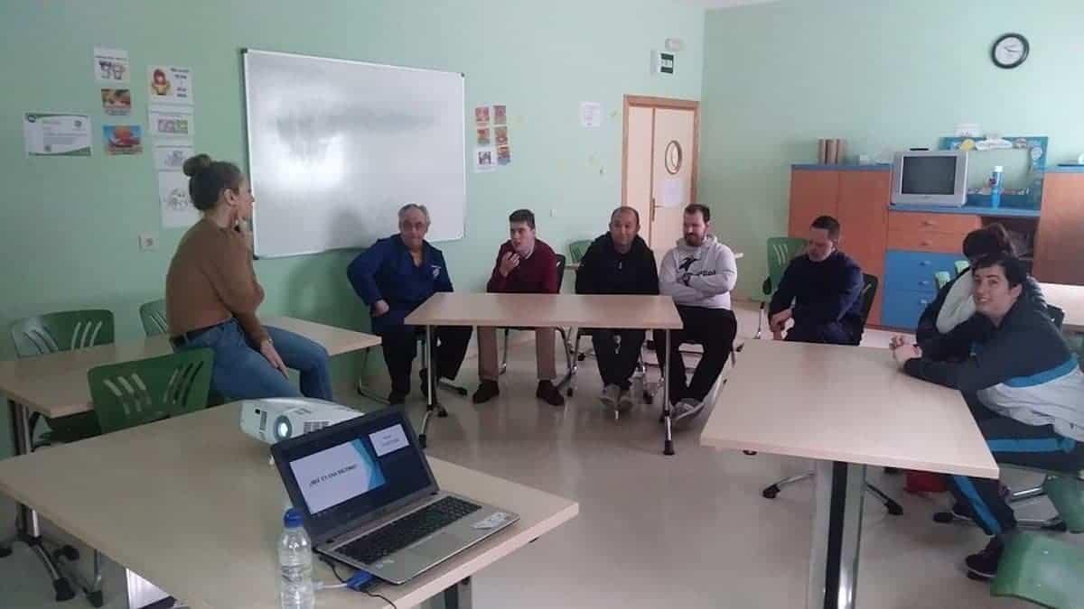 """Primera sesión del Taller de Prevención del Abuso en Centro """"Picazuelo"""" 3"""
