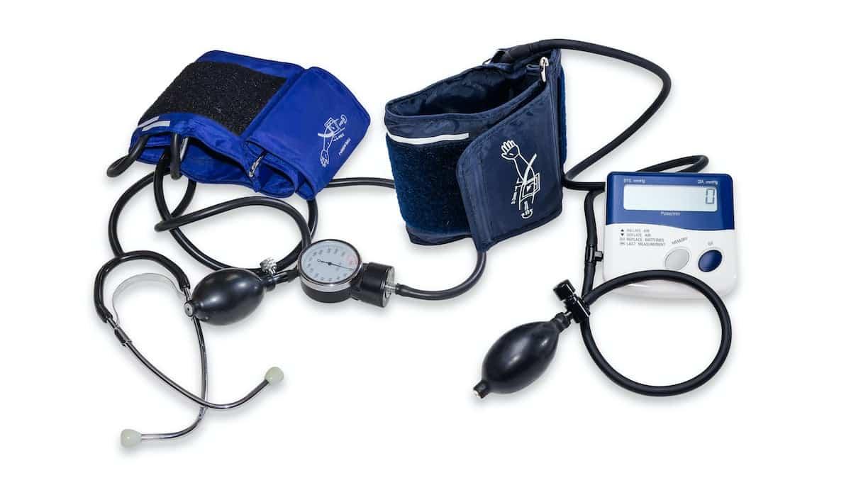 tensiometros - Herencia recoge tensiómetros y pulsioxímetros para el Hospital Mancha Centro