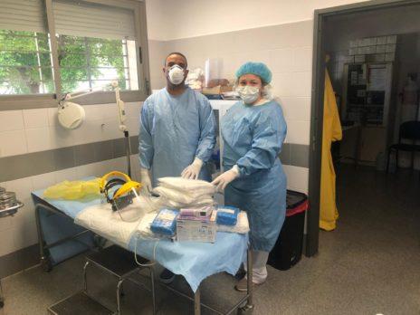 Entrega material al Centro de Salud de Herencia3 464x348 - Ánthropos y la generosidad de la comunidad ante el coronavirus