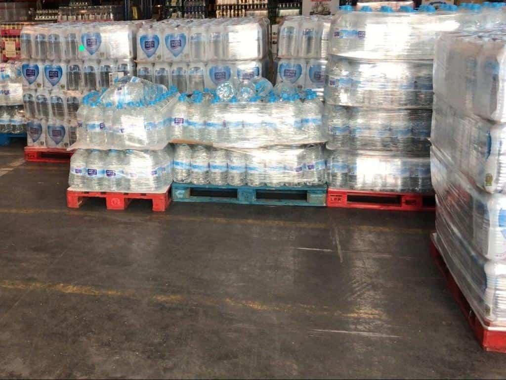 agua donada por Tecnove al hospital Mancha Centro - Tecnove dona agua y snacks para el Hospital Mancha Centro de Alcázar de San Juan