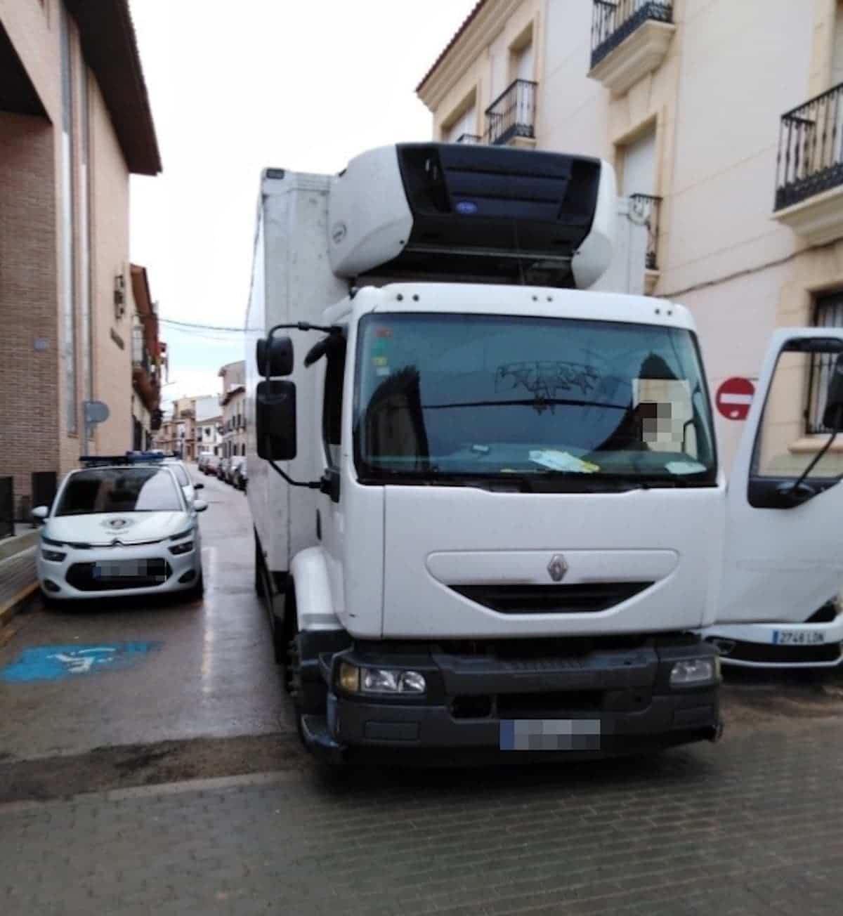 camion de gran tonelaje en herencia - Los vehículos pesados deben cumplir la ordenanza municipal para acceder a zonas peatonales