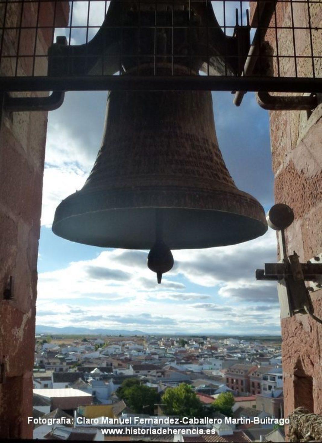 campana iglesia parroquial de herencia 1068x1468 - Las campanas de la parroquia de Herencia tocan todos los días a las 21:00 horas en señal de luto