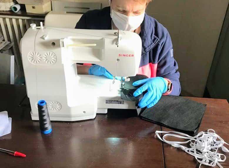 costurera Herencia - 10.000 mascarillas y guantes para repartir entre todos los vecinos de Herencia