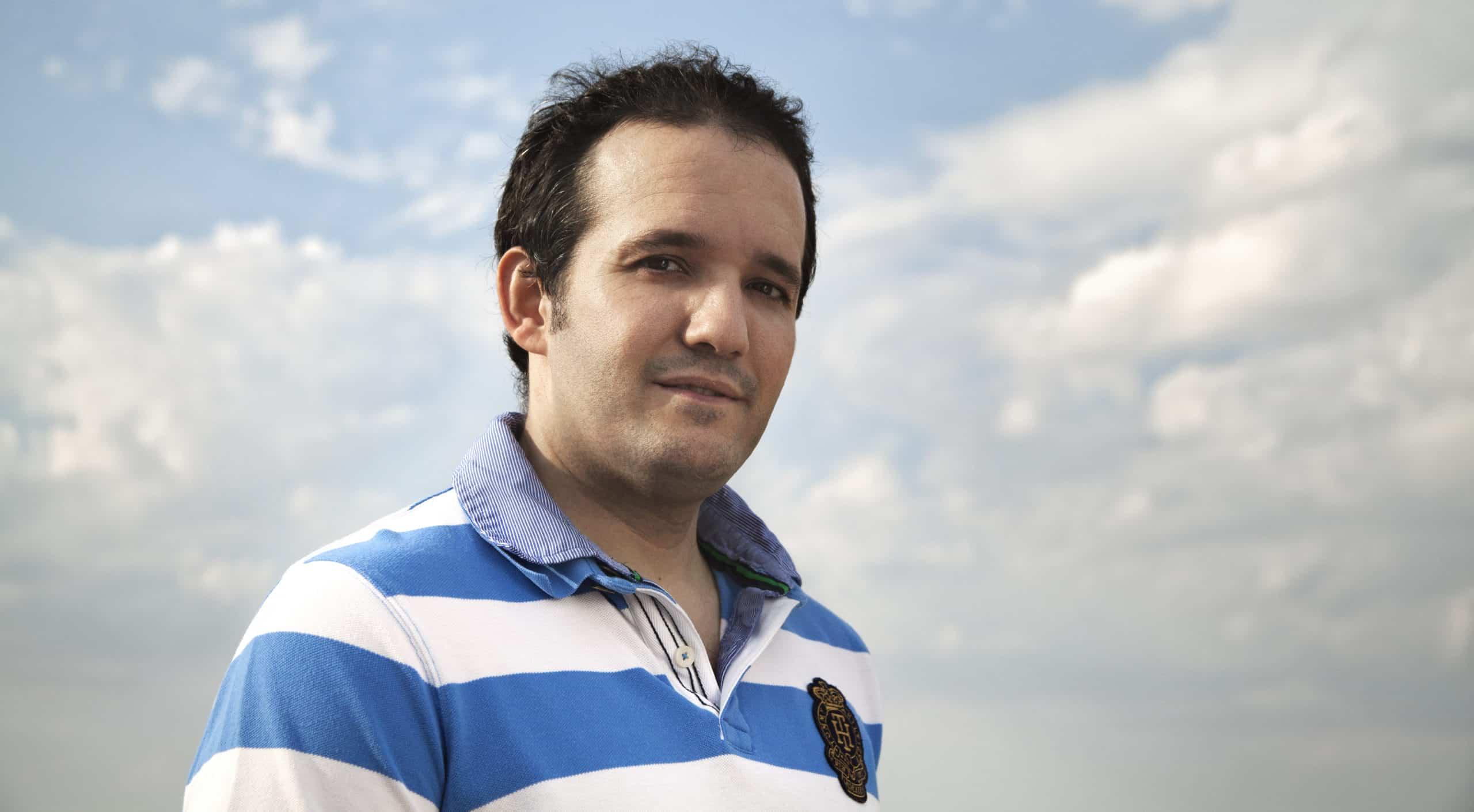 david carrero entre nubes 9770687223 o scaled - Baud entrevista a David Carrero por el proyecto Respiradores UCI