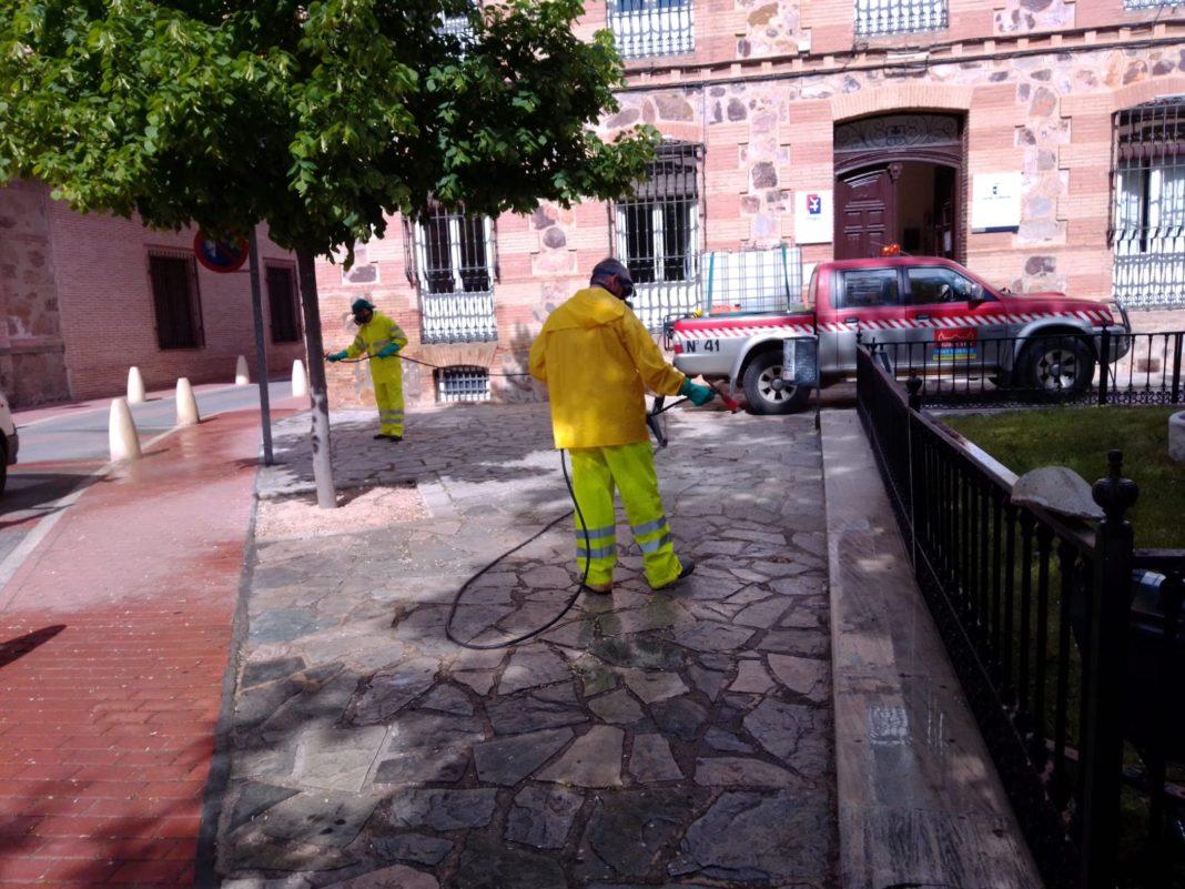 Continuan las labores de desinfección en la Plaza de España, Convento y Cervantes 13