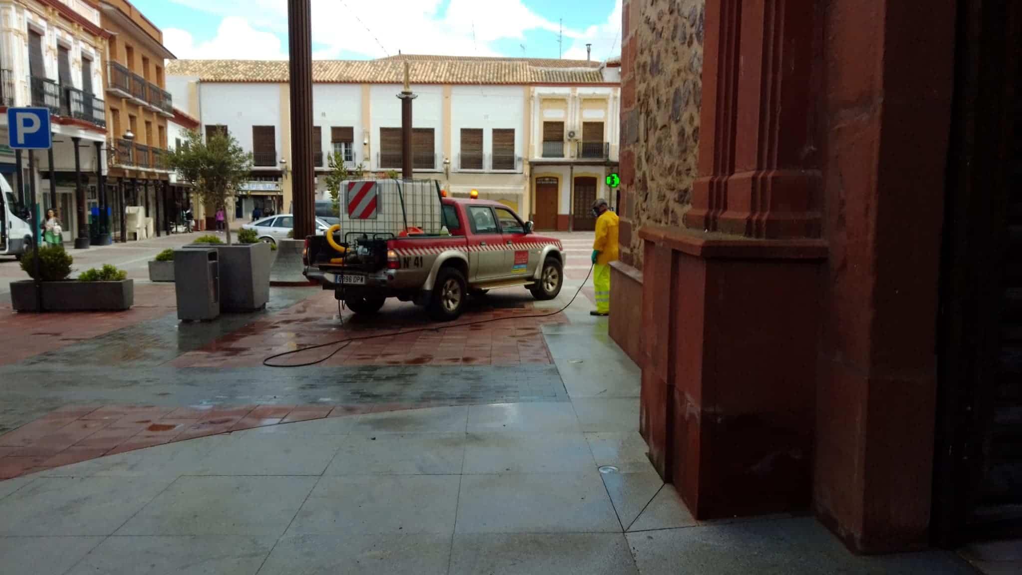 desinfeccion coronavirus herencia plaza espana 2 - Continuan las labores de desinfección en la Plaza de España, Convento y Cervantes