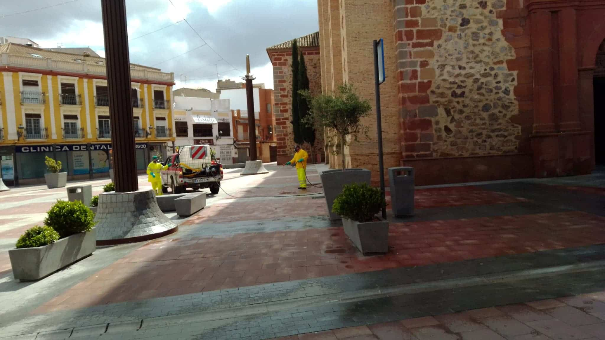 Continuan las labores de desinfección en la Plaza de España, Convento y Cervantes 12