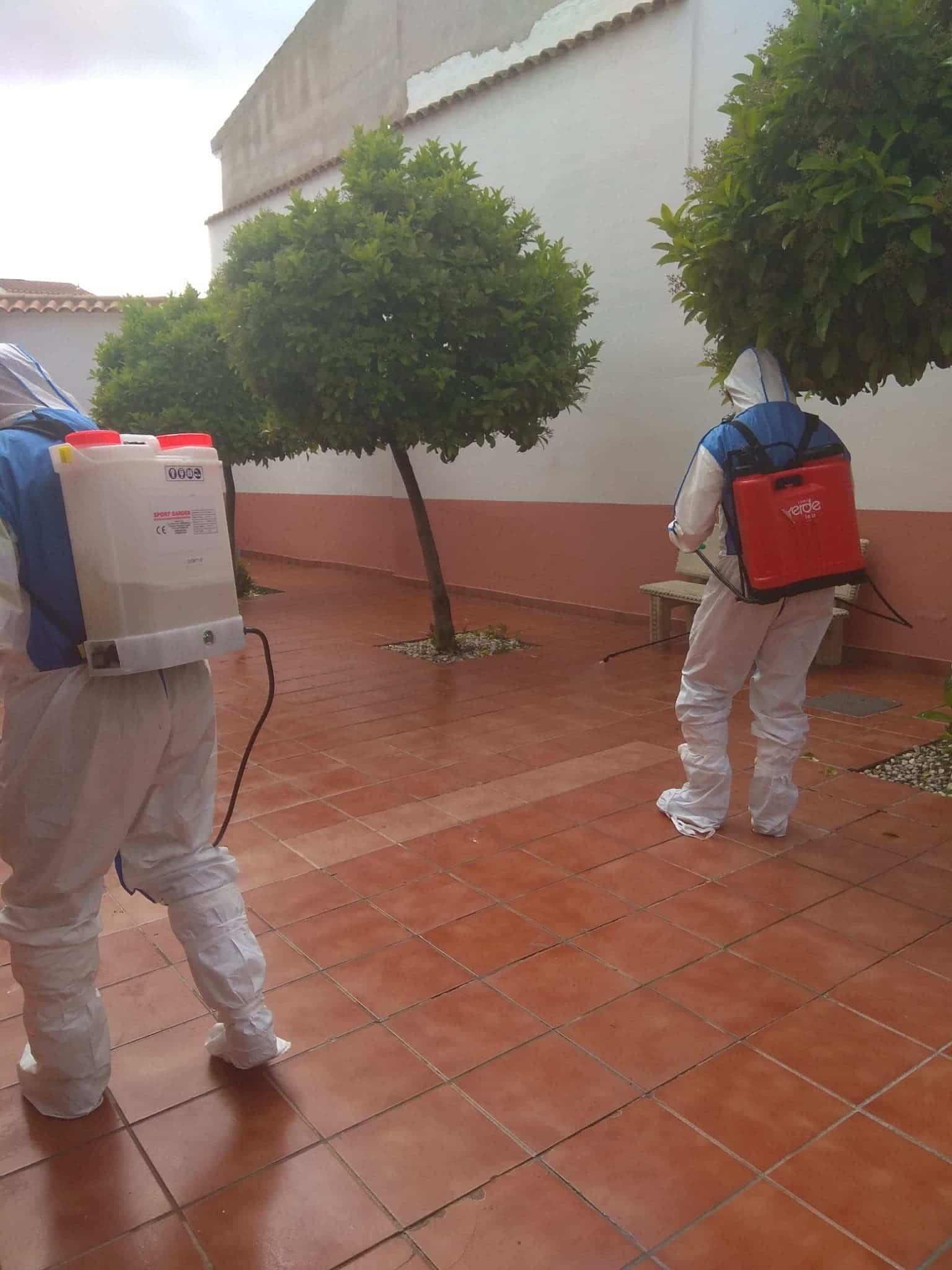 Desinfección de las residencias de mayores en Herencia contra el coronavirus 3