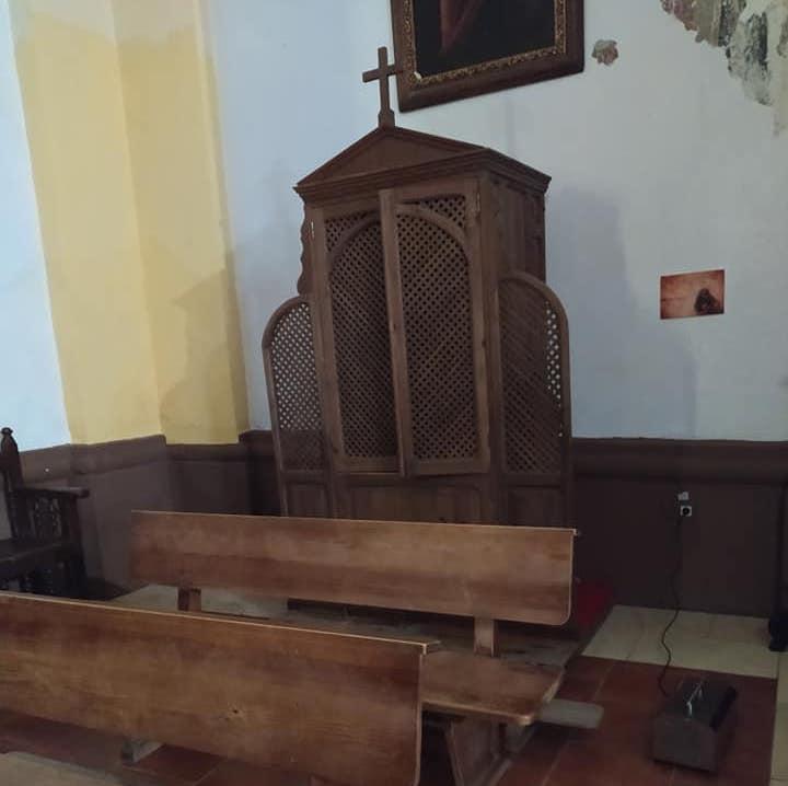Desinfección del interior del templo parroquial con máquinas de zona 8