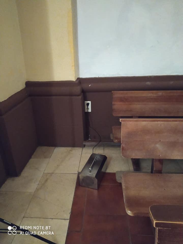 Desinfección del interior del templo parroquial con máquinas de zona 9