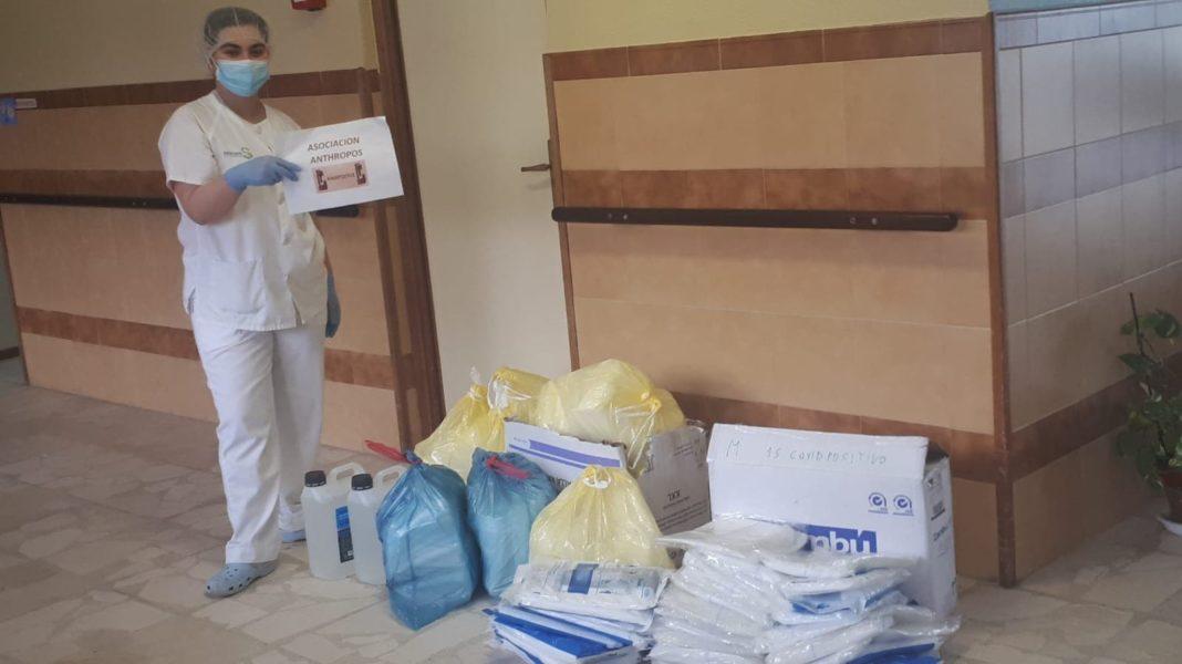 La Residencia San Clemencio de Malagón recibe la donación de material homologado desde Herencia 13