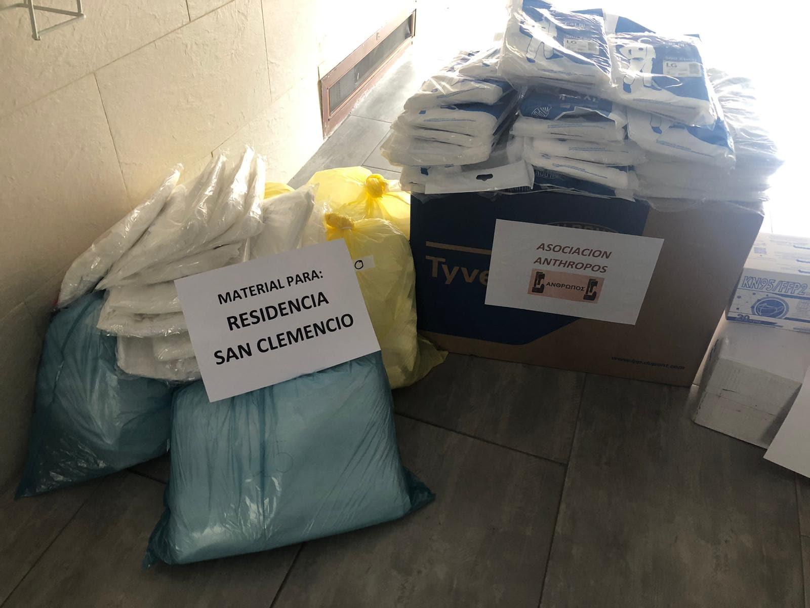 La Residencia San Clemencio de Malagón recibe la donación de material homologado desde Herencia 10