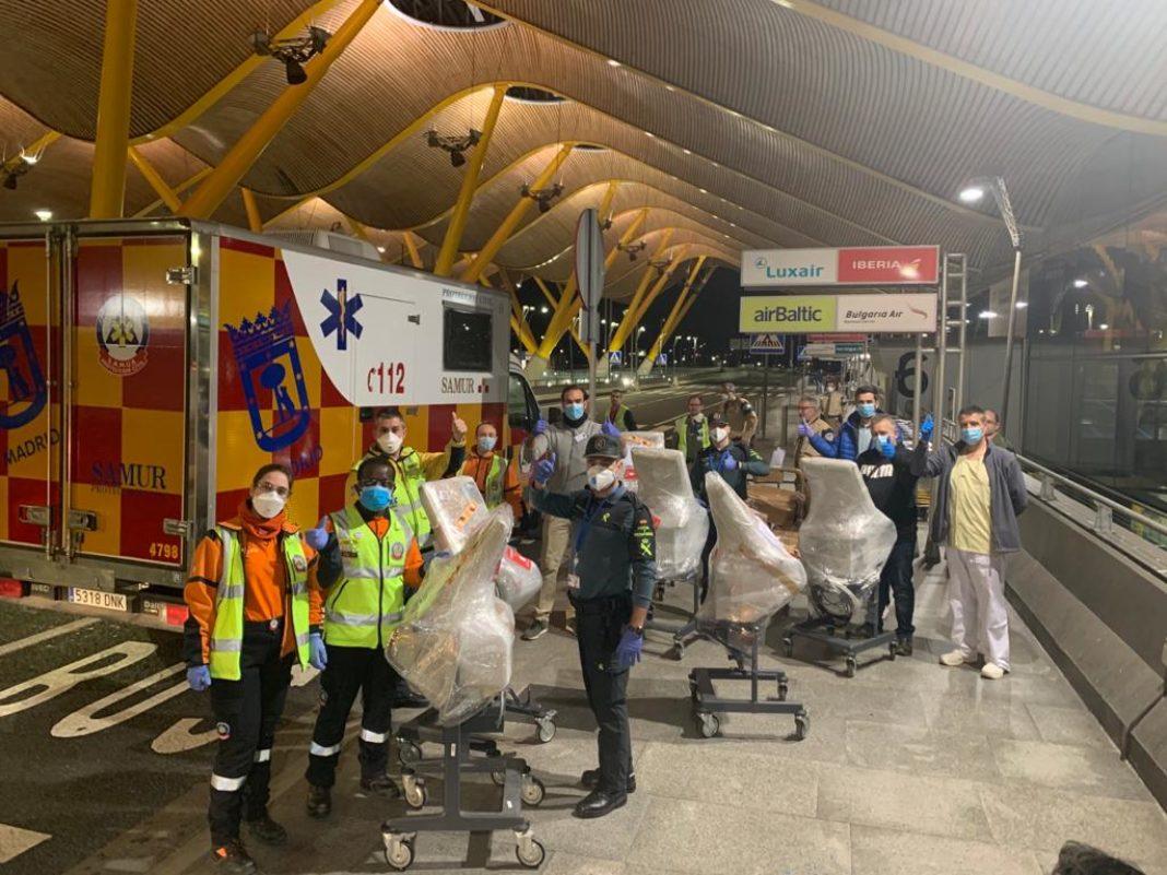 respiradores ya en madrid barajas ayuda sanitarios y guardia civil 1068x801 - Siempre hubo camas disponibles y no menos de 12 respiradores disponibles durante la pandemia, según García-Page