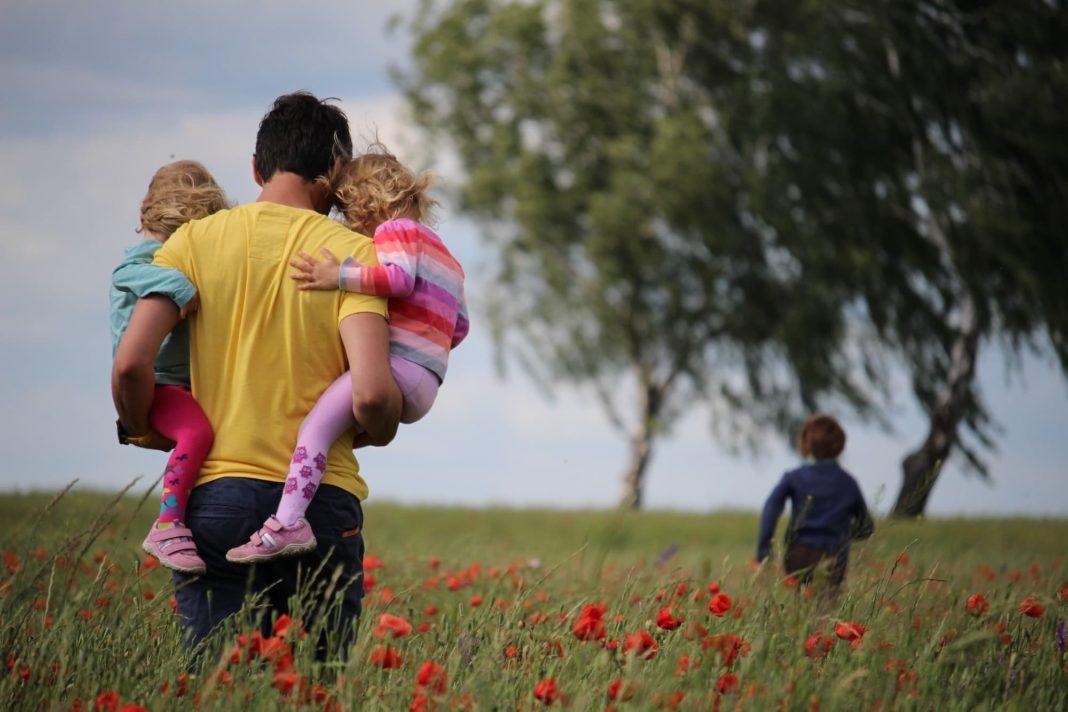 salida de ninos padres confinamiento coronavirus 1068x712 - Conoce las condiciones para que los niños salgan a partir del domingo