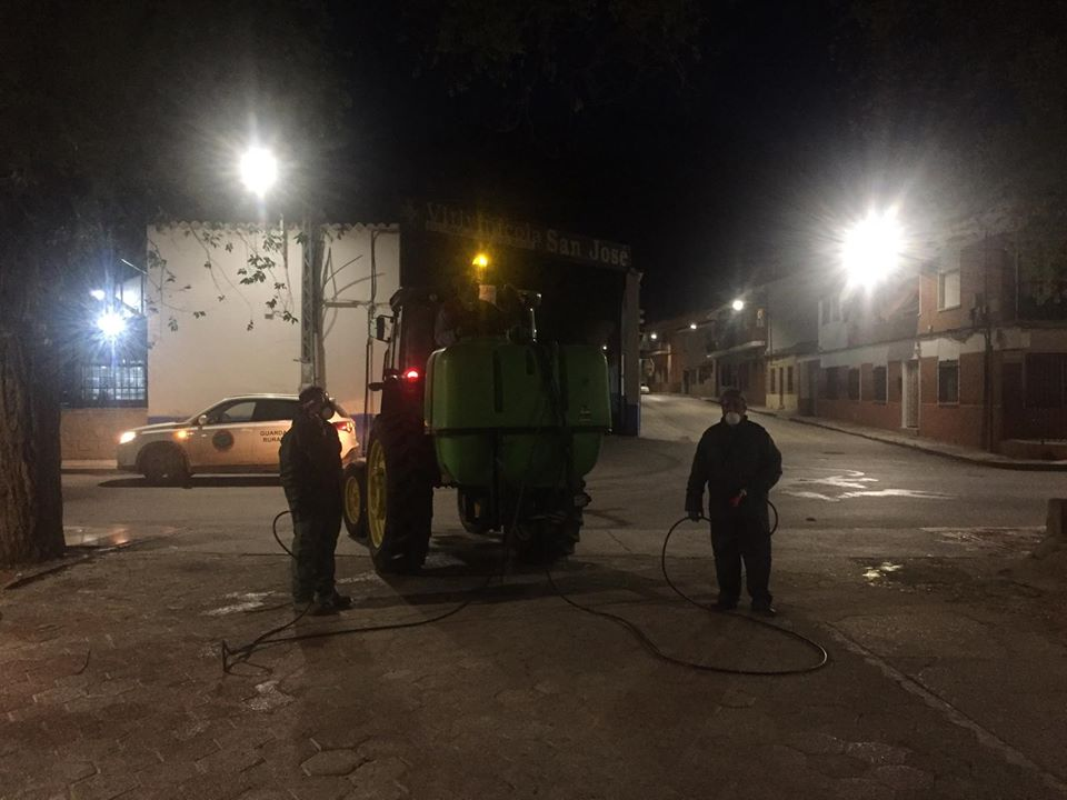 tareas de desinfecci%C3%B3n en Herencia - Nueva desinfección del centro de salud, residencias, calles y espacios públicos de Herencia