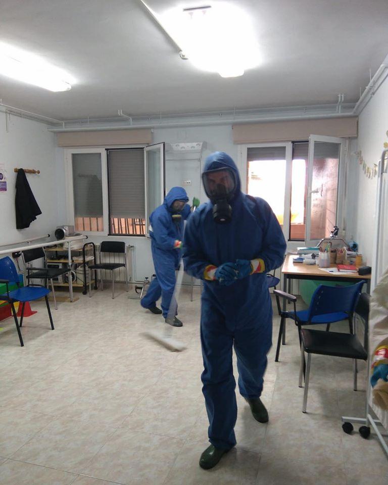 tareas de desinfecci%C3%B3n en residencias de Herencia - Nueva desinfección del centro de salud, residencias, calles y espacios públicos de Herencia