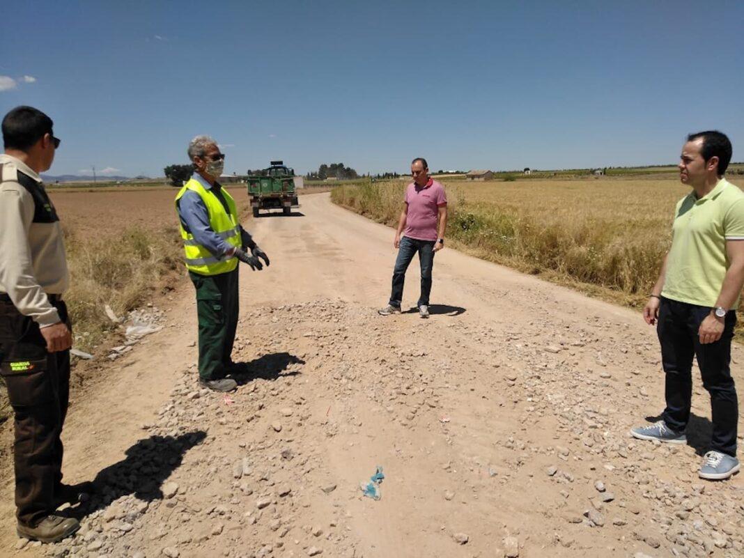 arreglo de caminos herencia durante confinamiento 1068x801 - Arreglos y conservación de caminos rurales durante el confinamiento en Herencia