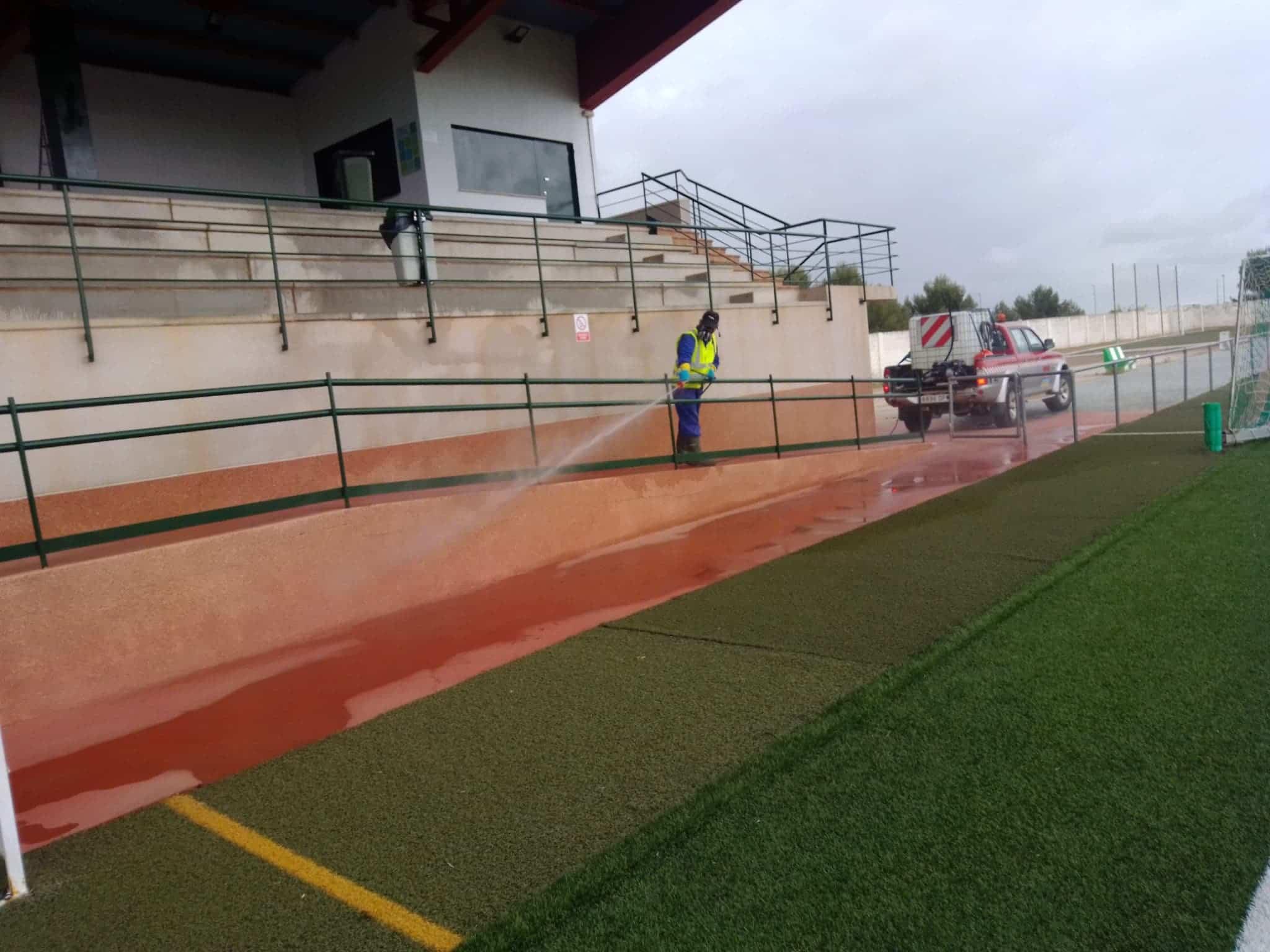 desinfeccion campo futbol herencia - Nuevas labores de desinfección en diversas zonas de Herencia
