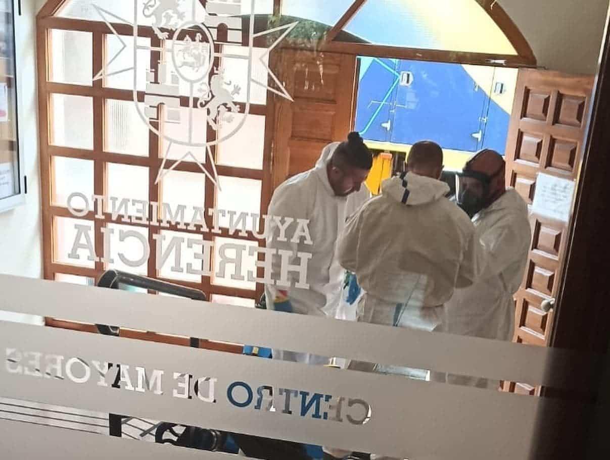 equipo geacam centro mayores herencia - Nuevas labores de desinfección en diversas zonas de Herencia
