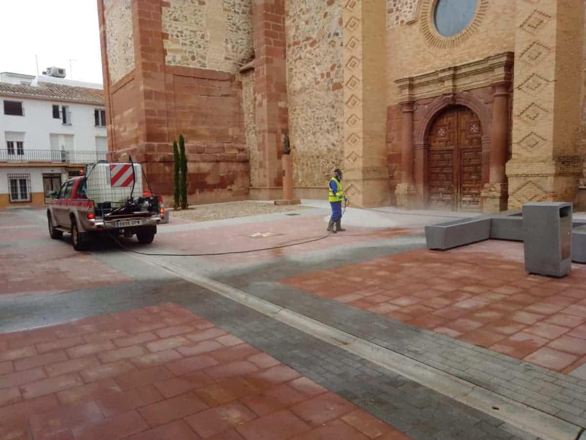 equipo geacam plaza espana herencia - Nuevas labores de desinfección en diversas zonas de Herencia