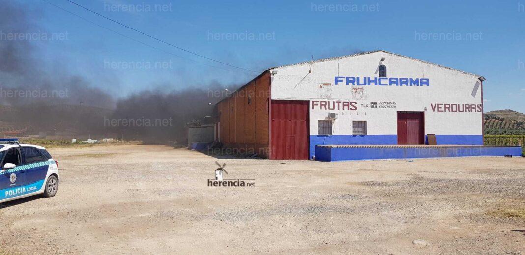 incendio herencia fruhcarma 1068x519 - Incendio en unas cámaras frigoríficas de frutas y verduras en Herencia