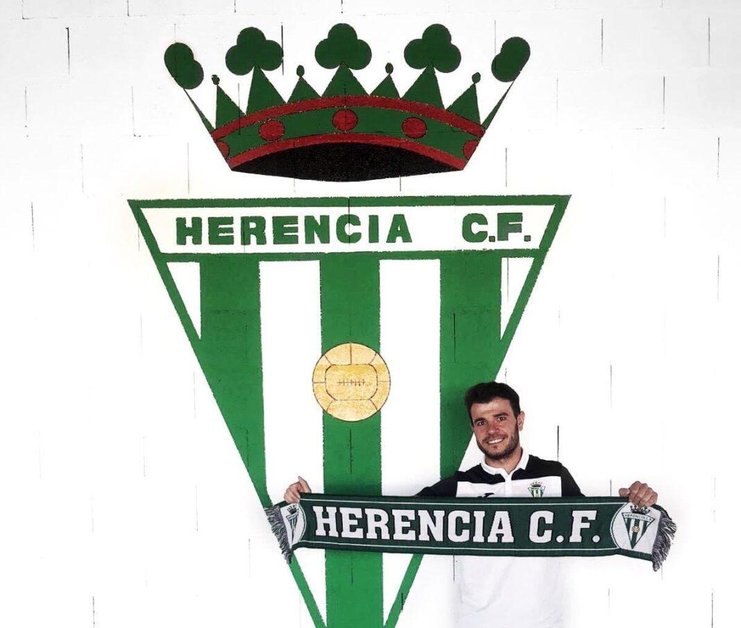 Carlos Menasalvas renueva por el fútbol de Herencia para la temporada 2020-2021 1