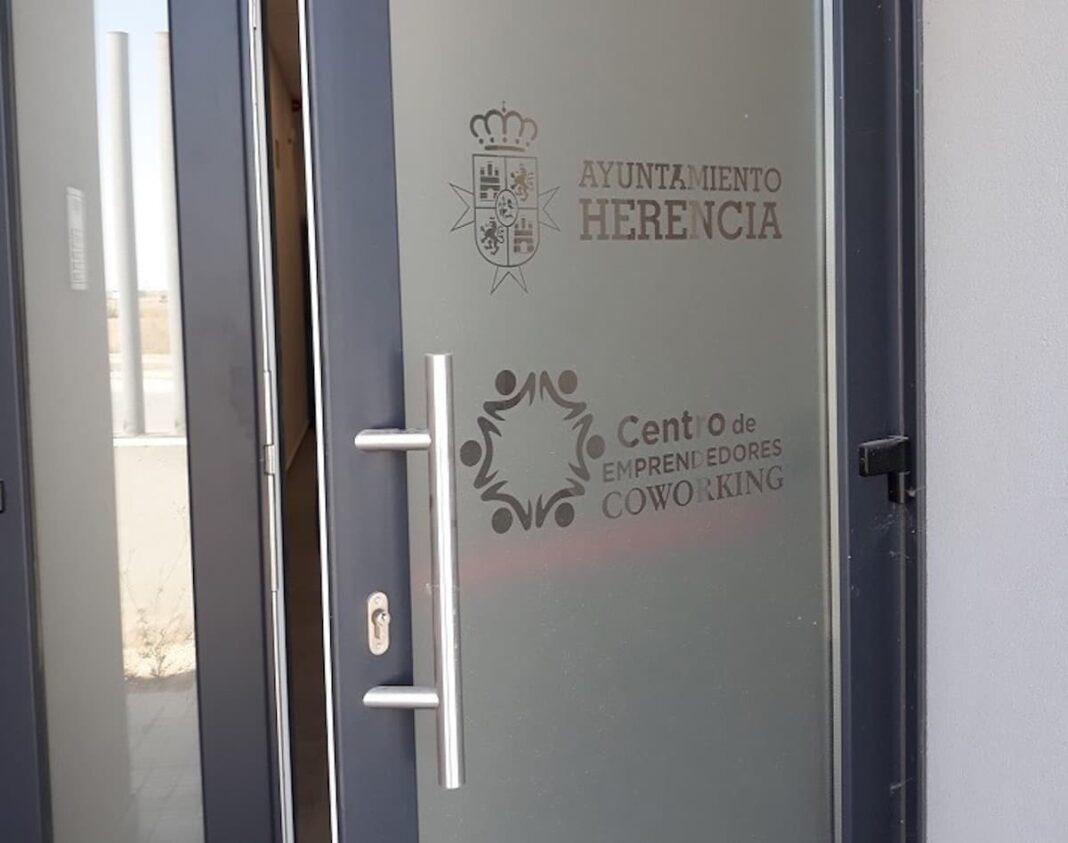 centro coworking herencia 1068x843 - Abierto el plazo para pedir espacio en el Coworking del Centro de Emprededores
