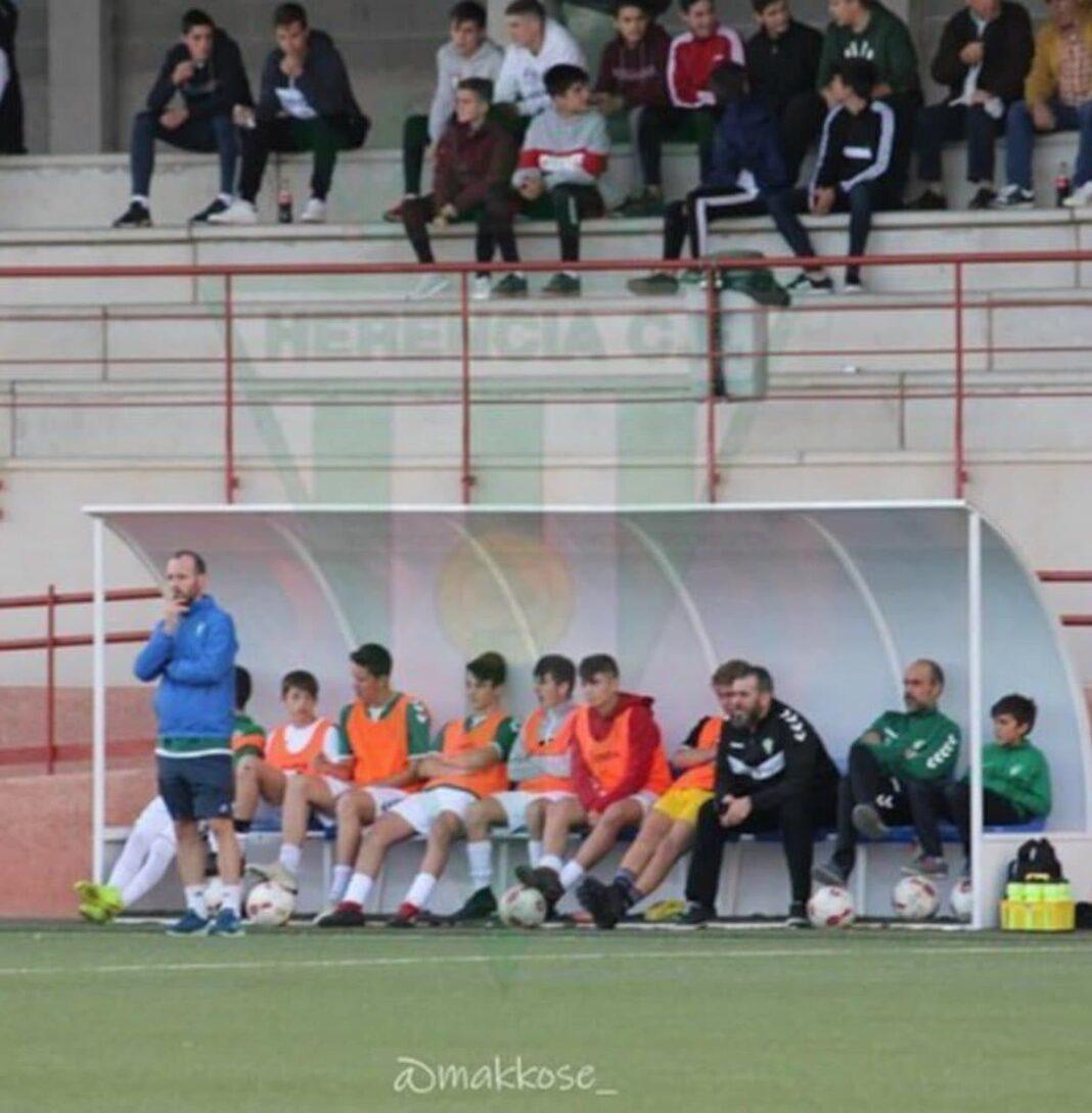 entrenador juvenil choche herencia 2 1068x1089 - Choche renueva como entrenador del equipo juvenil para la temporada 2020-2021