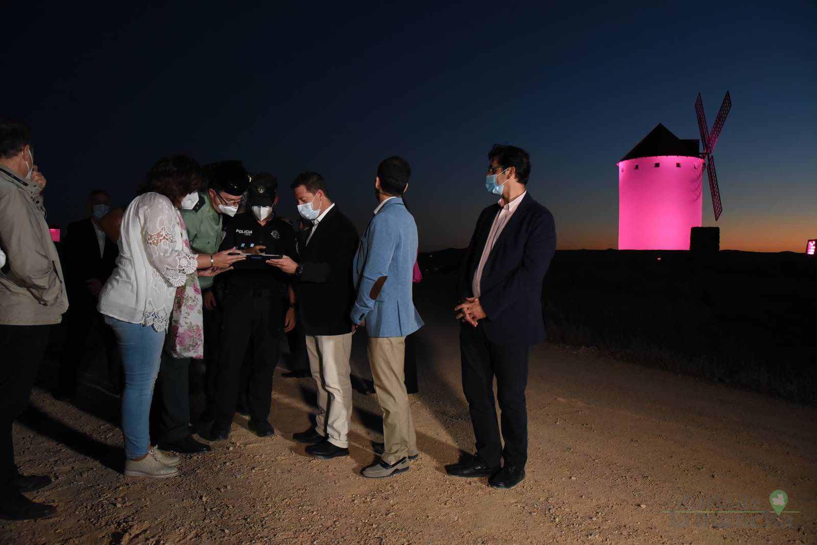 Herencia vuelve a inaugurar con una nueva iluminación artística sus molinos de viento 41