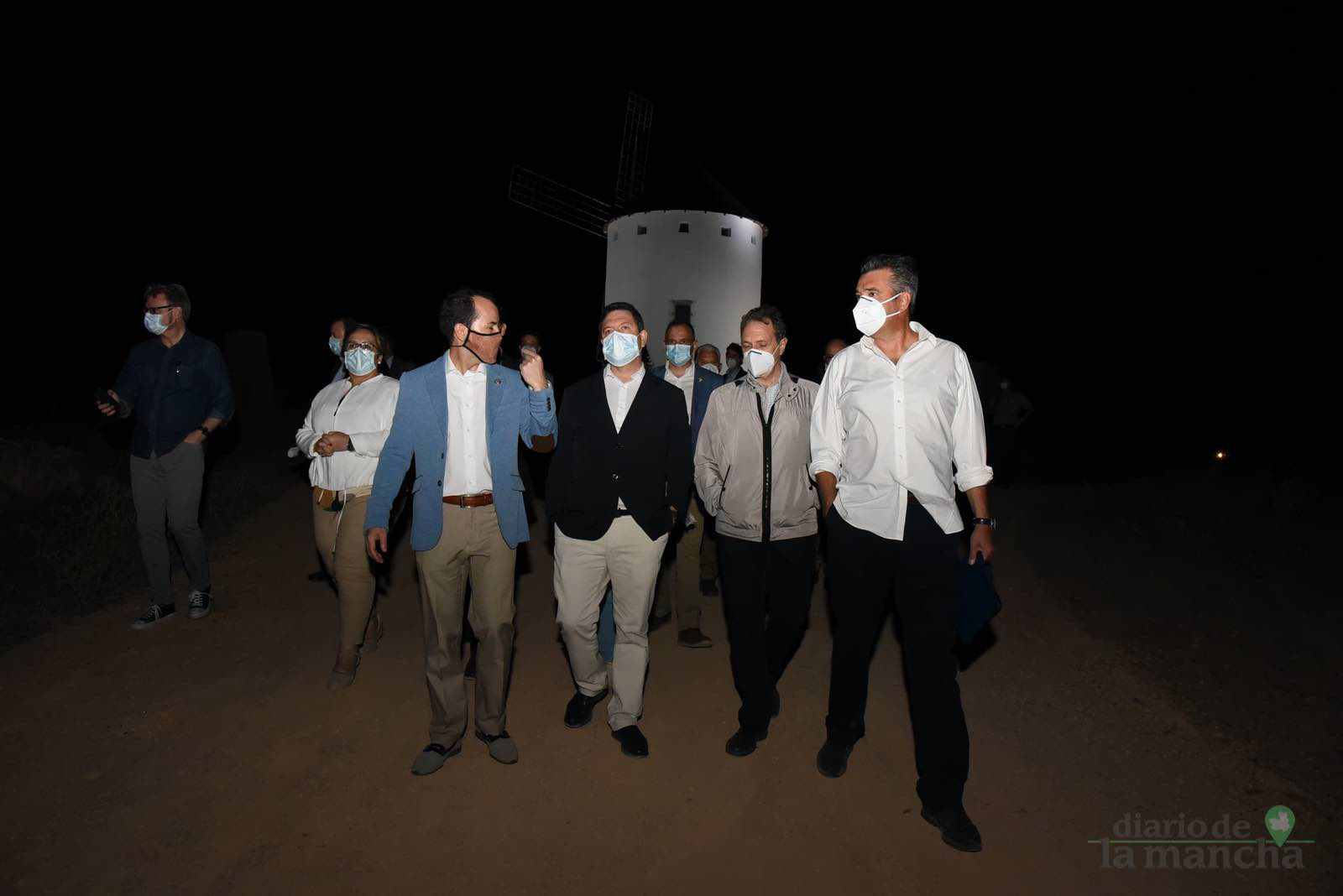Herencia vuelve a inaugurar con una nueva iluminación artística sus molinos de viento 42