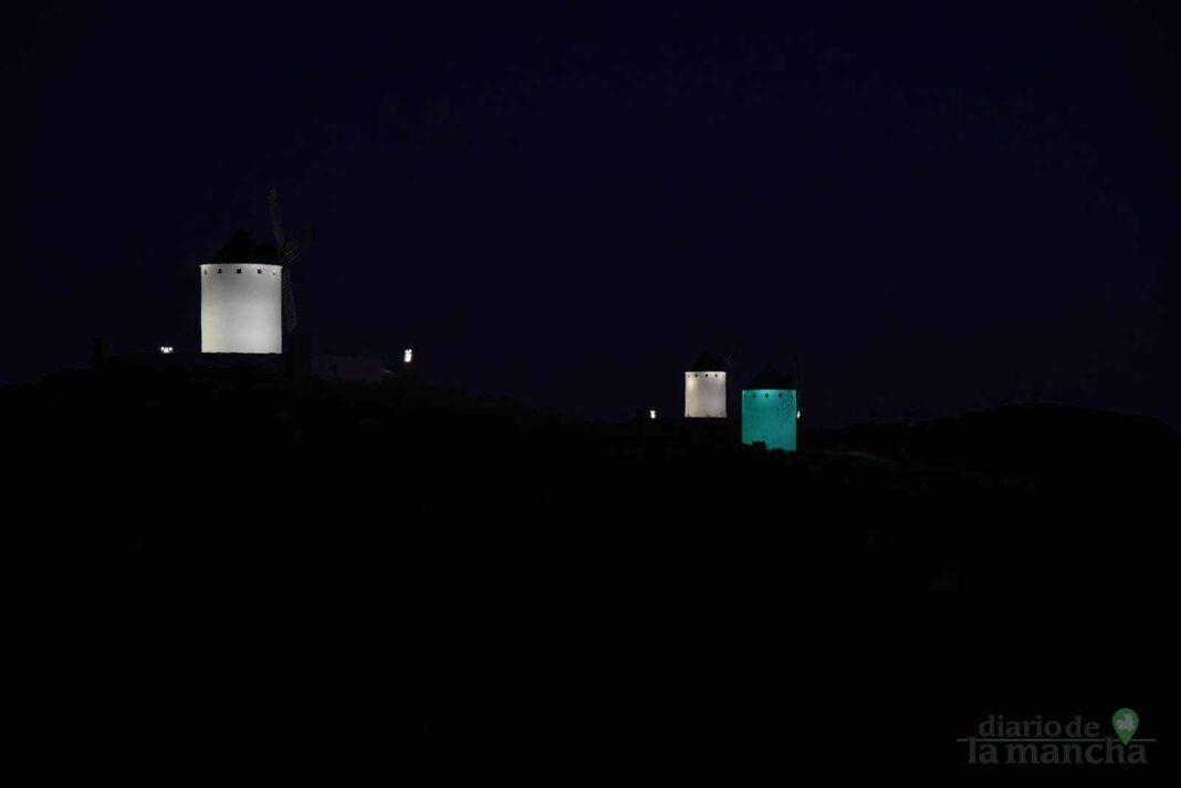 Vídeo de la iluminación artística de los molinos desde el aire 1