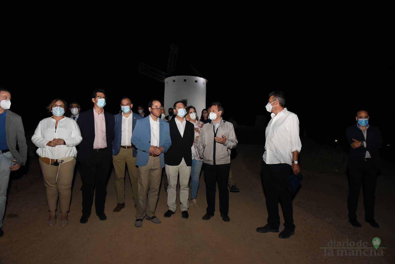 Herencia vuelve a inaugurar con una nueva iluminación artística sus molinos de viento 34