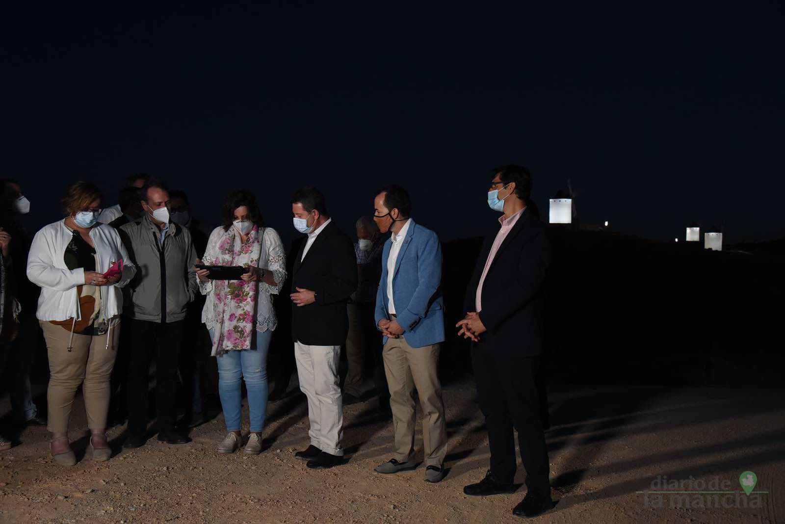 Herencia vuelve a inaugurar con una nueva iluminación artística sus molinos de viento 37