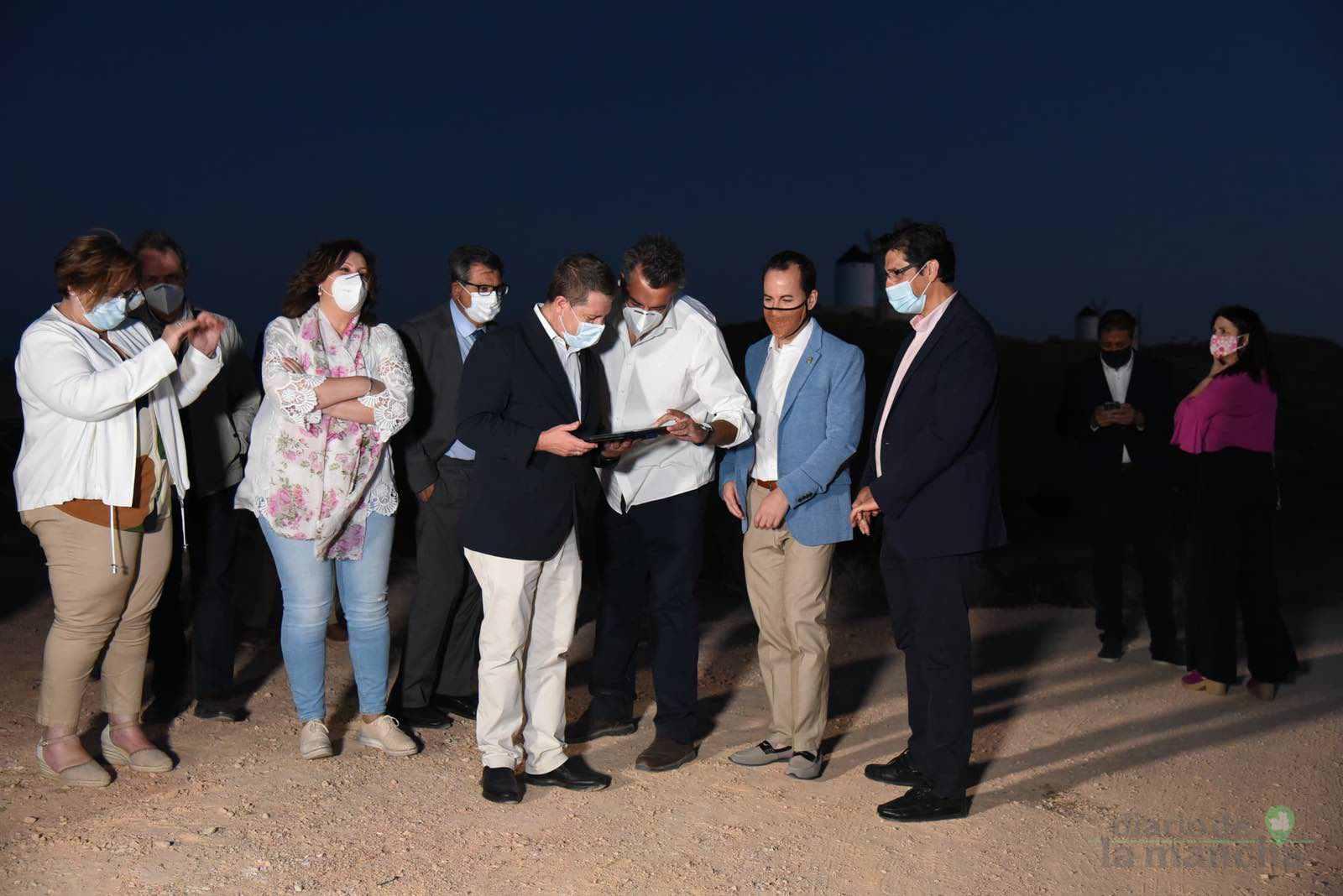 Herencia vuelve a inaugurar con una nueva iluminación artística sus molinos de viento 39