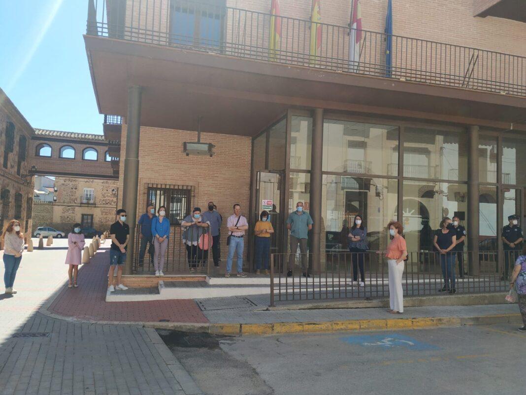 Herencia guarda un minuto de silencio en el último día de luto oficial por las víctimas del Coronavirus 1