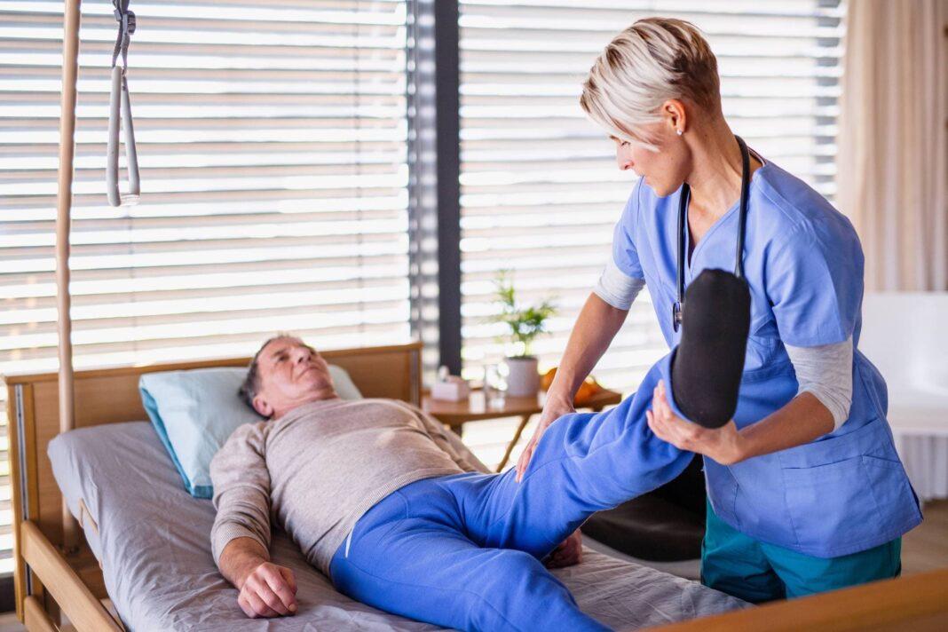 rehabilitacion uci fisioterapeutas 1068x712 - El trabajo de Fisioterapia en UCI acorta el tiempo de estancia de los pacientes con COVID-19