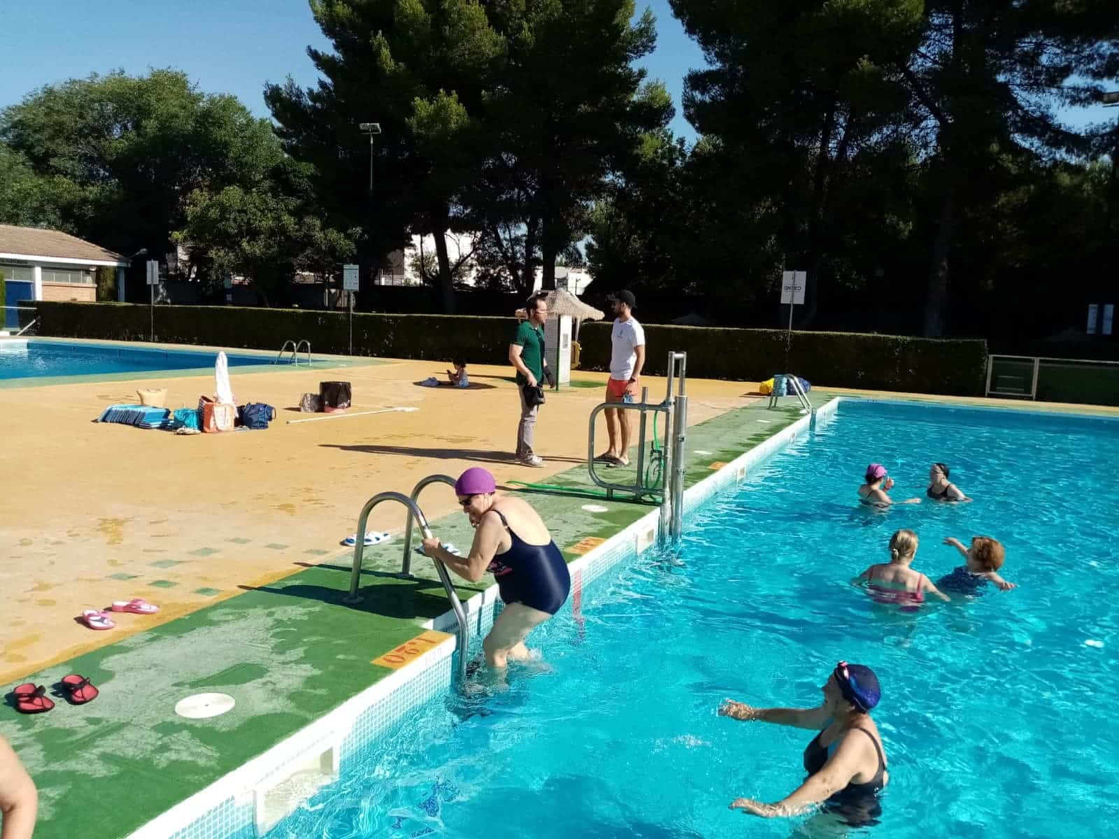 Los cursillos de natación comienzan en Herencia con seguridad 9