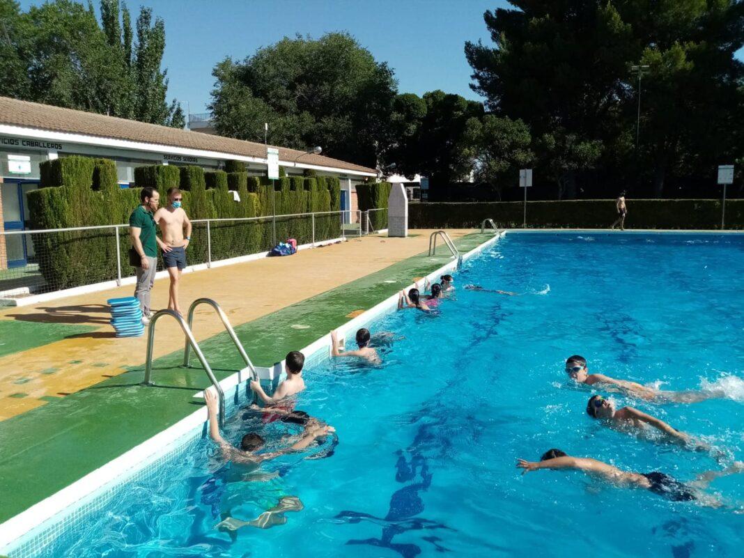 Los cursillos de natación comienzan en Herencia con seguridad 10