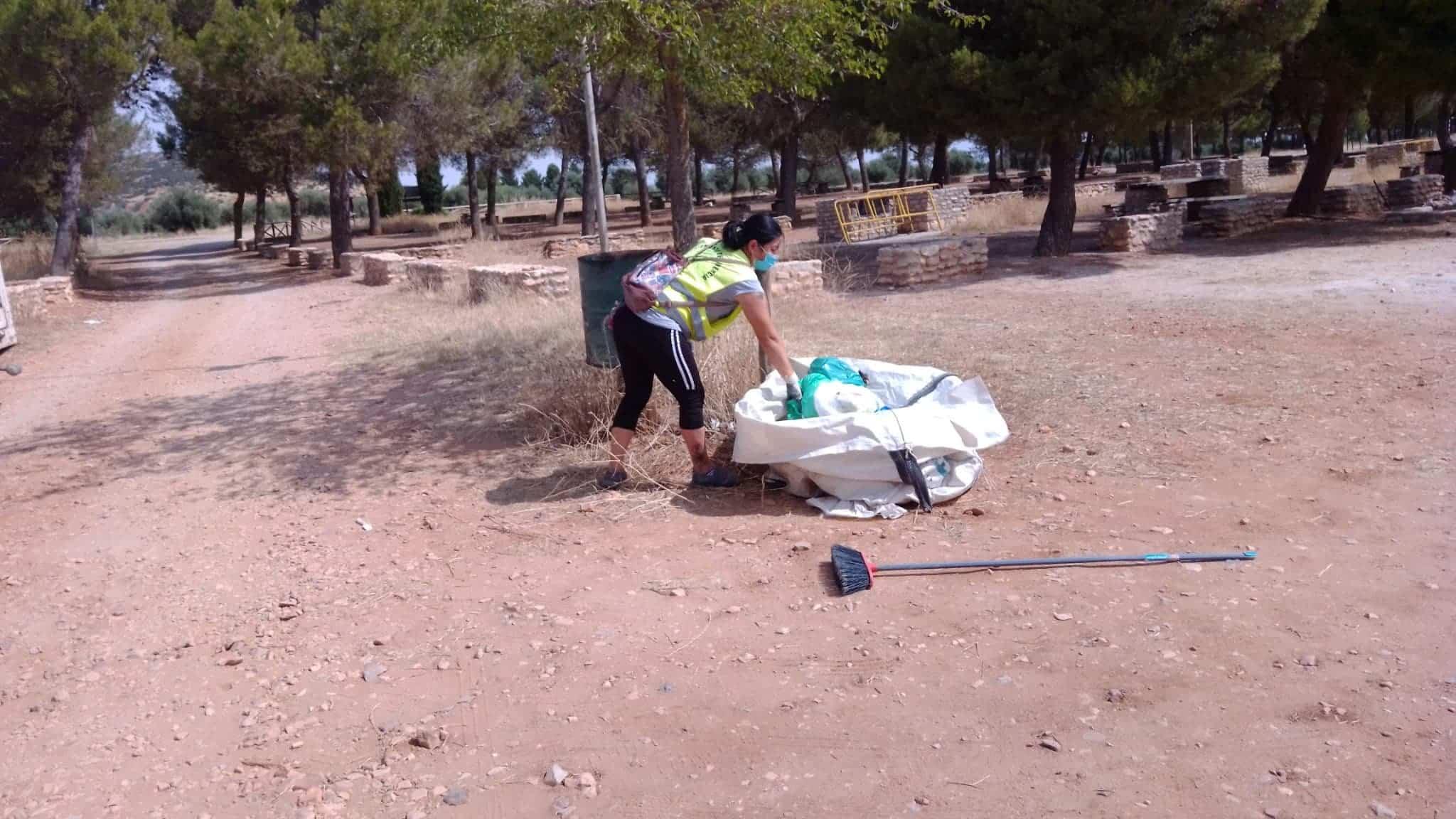 Tareas de mantenimiento en zonas verdes como La Pedriza 6