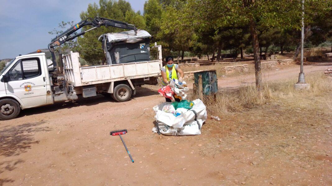 limpieza zona verdes los pozos agua herencia 1068x601 - Tareas de mantenimiento en zonas verdes como La Pedriza