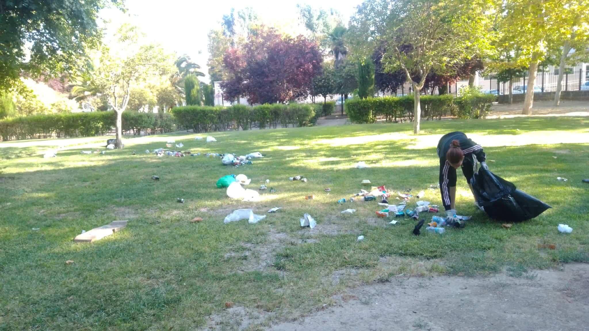 praderas cesped parque herencia desperdicios - Cuidar Herencia es muy fácil, utiliza las papeleras y contenedores