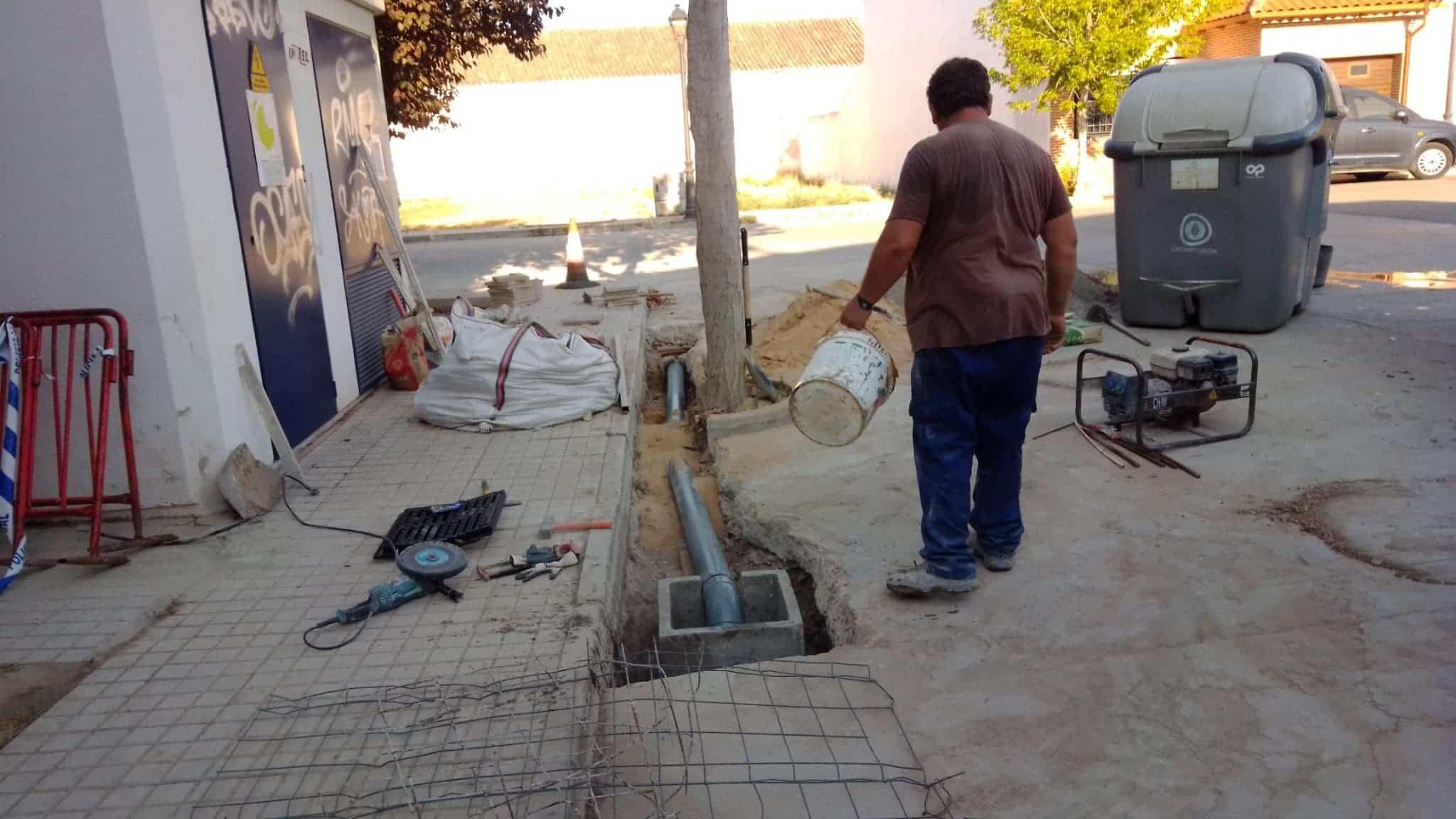 reparando averia agua emaser herencia - Herencia continua realizando mejoras, limpiezas y recogiendo residuos