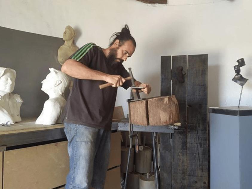 Austion Tirado2 - Todo listo para la inauguración de la escultura contra la violencia homenaje a Gonzalo Buján.